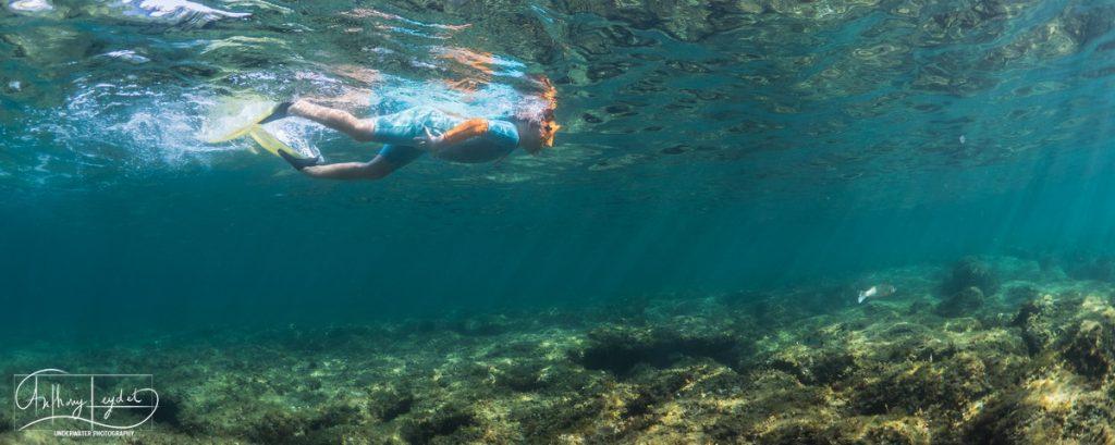 Snorkeling en Méditerranée en famille